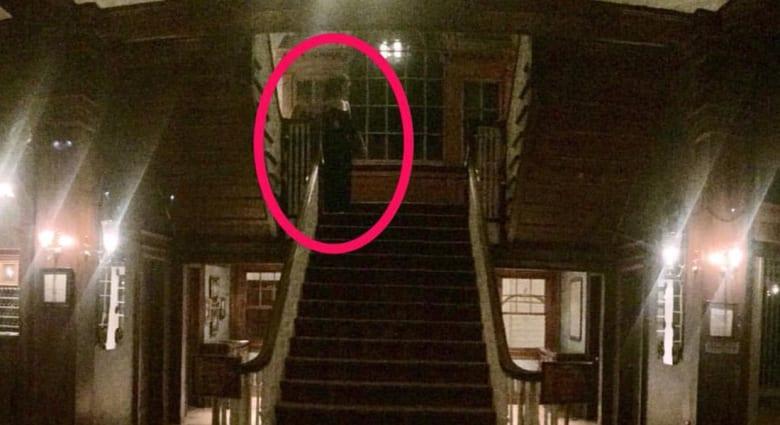 """سائح يلتقط صورة لشبح في """"فندق الرعب"""" المشهور بمدينة كولورادو الأمريكية"""