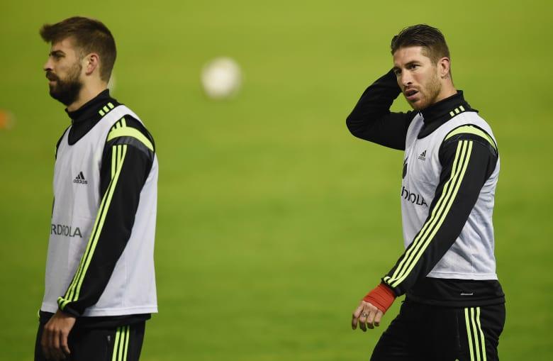 """تقرير إسباني: قائد ريال مدريد يدعو بيكيه ألا يتصرف بـ""""صبيانية"""".. ويؤكد: سعدت بهزيمة برشلونة"""