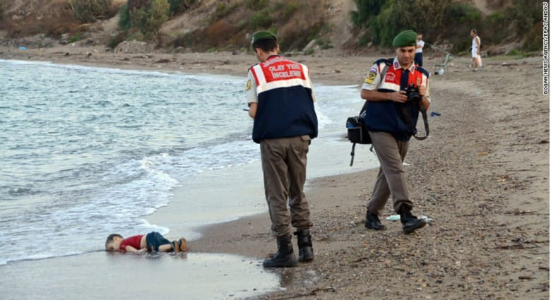 """أردوغان يستشهد بالطفل آلان لينتقد """"صمت العالم"""" عن حرب سوريا: أين كان هؤلاء قبل وصول جثمانه إلى الشاطئ؟"""