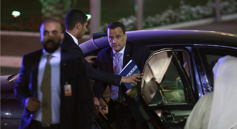وفد الحكومة اليمنية يعلق مشاركته في محادثات الكويت.. والحوثيون: من لا يريد السلام يختلق مبررات وأعذار واهية