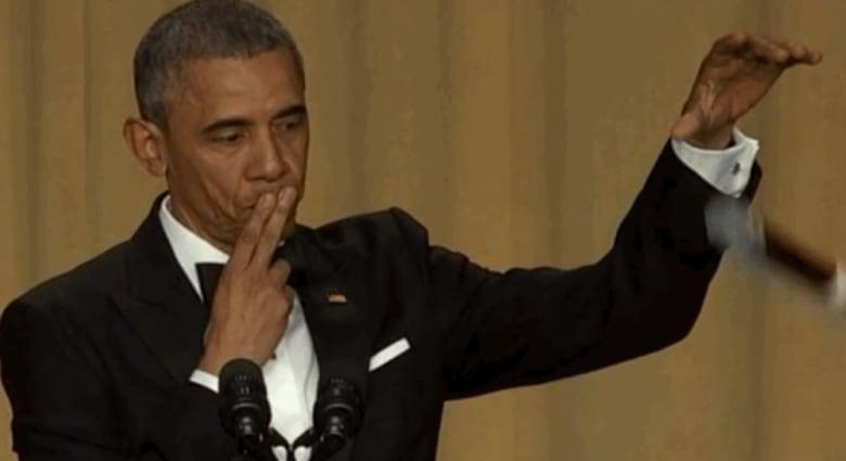 """أوباما ضد ترامب: الجزء الثاني.. ولحظة """"إسقاط الميكروفون"""""""