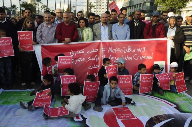 """هاشتاغ """"حلب تحترق"""" ينتشر في المغرب.. ووقفات تضامنية تُنادي بإنقاذ شعب سوريا"""