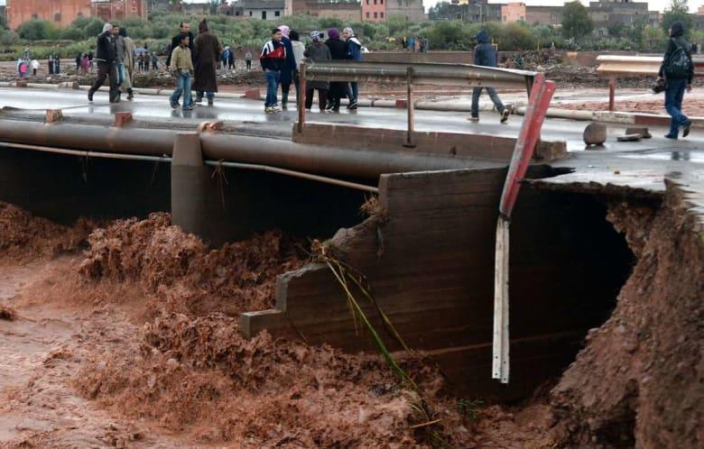 أمطار غزيرة بمناطق مغربية تتسبّب في فقدان أسرة وتعليق الدراسة وأنباء عن حالتي وفاة