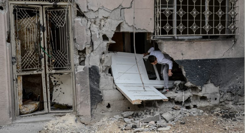المرصد السوري: النظام عرض إصدار عفو وعدم التعرض للمعتقلين في سجن حماة مقابل إنهاء عصيانهم