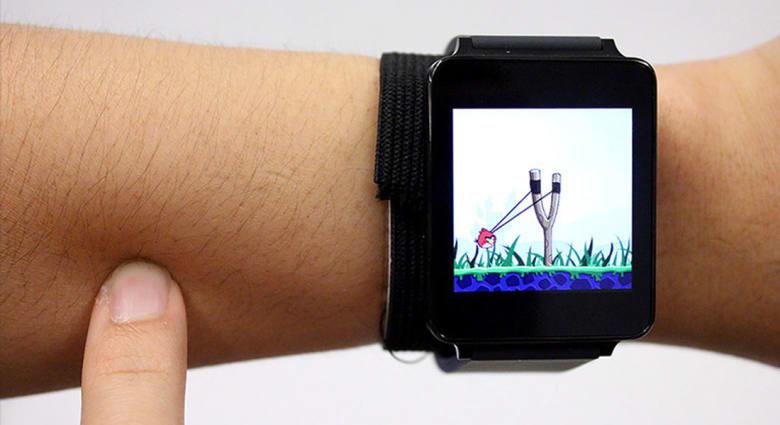 هذه الساعة ستحوّل ذراعك إلى شاشة لمس!