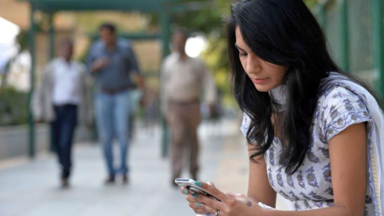 في الهند.. كبسة زر على هاتفك الخليوي لمنع الاعتداء والاغتصاب