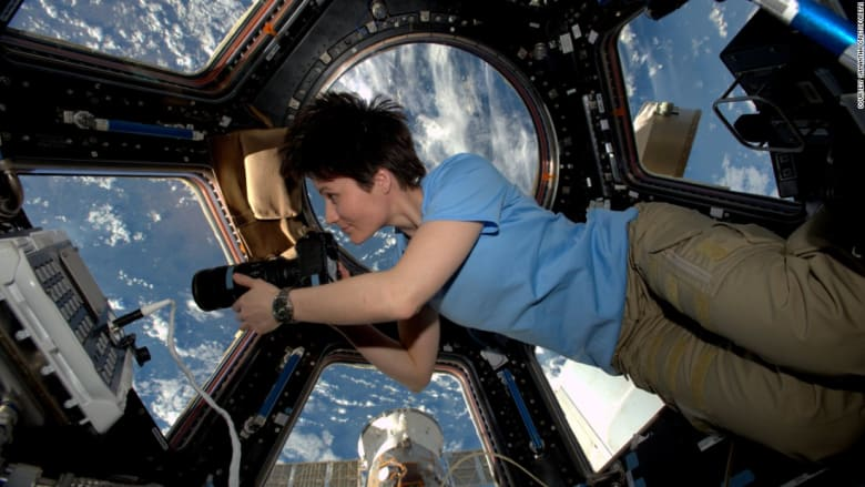 كيف تتعامل النساء مع الدورة الشهرية في الفضاء؟