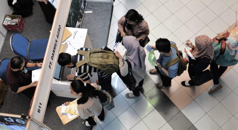 هل أنت على وشك التخرج؟ إليك دليل الخريجين لدخول سوق العمل!