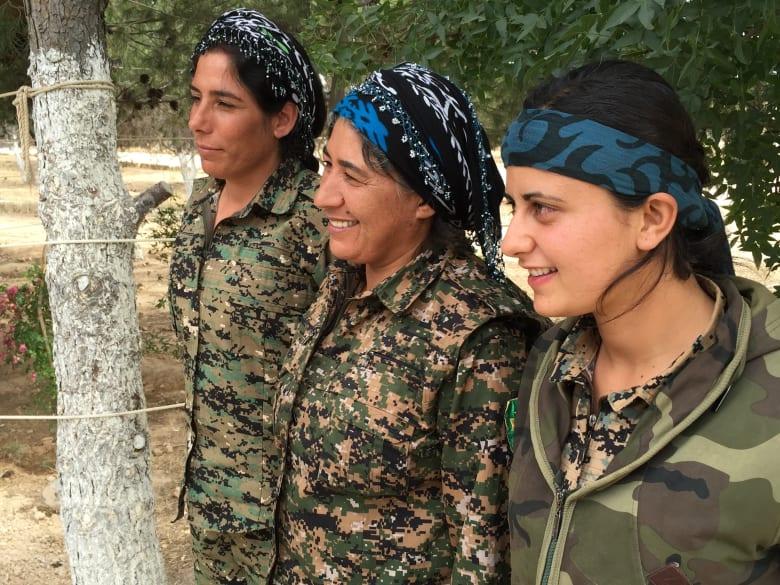 """قوات سورية وكردية تشن هجوما شمال """"عاصمة داعش"""" بسوريا بدعم أمريكي.. و""""الرقة تذبح بصمت"""": حانت اللحظة التي انتظرها أهالي الرقة"""
