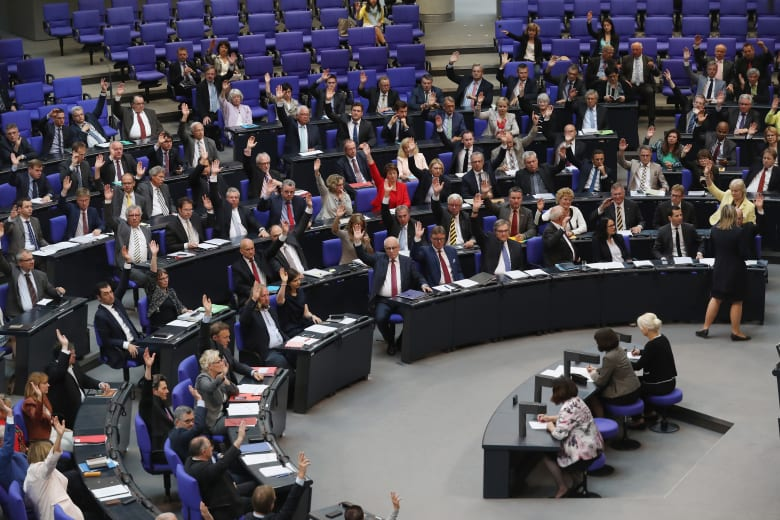 """البرلمان الألماني يعترف بـ""""الإبادة الجماعية"""" للأرمن.. وتركيا تستدعي سفيرها وتتوعد بـ""""الرد المناسب"""""""