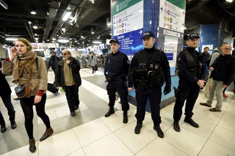 """بسبب جريمة """"داعش"""".. الداخلية الفرنسية تقرّر تسليح عناصر الشرطة خارج أوقات العمل"""