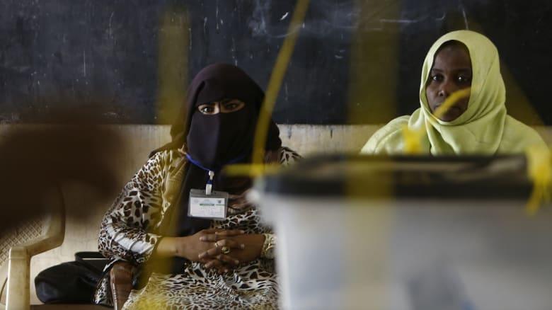مريم المهدي تتهم نظام البشير بدعم التطرف وانتشار المخدرات: هل لم يعد للشرطة عمل غير جلد النساء؟