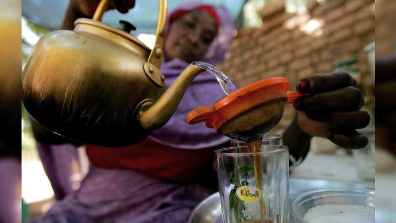 مسؤولة سودانية تتحدث لـCNN عن وضع المرأة بيومها العالمي: البنطال ليس سببا للجلد وبائعات الشاي نساء مكافحات