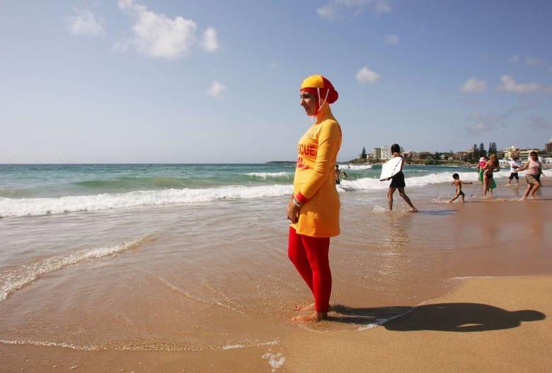 """مدينة كان الفرنسية تمنع ارتداء البوركيني في شواطئها لـ""""دواعٍ أمنية"""""""