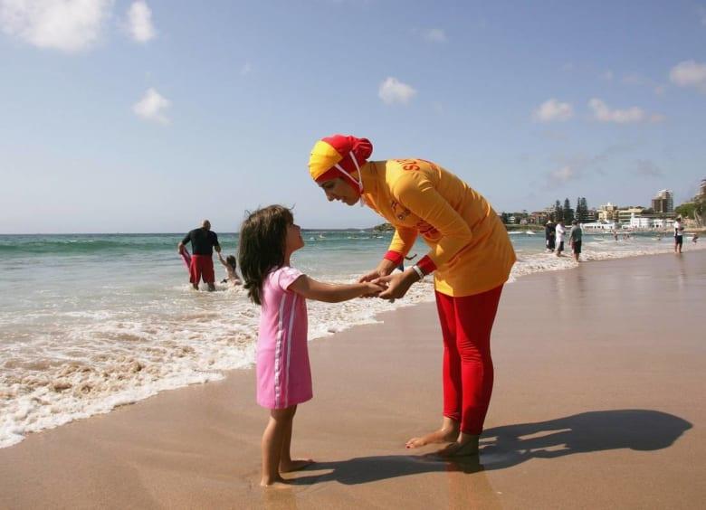 زيّ المحجبات يُمنع في عدة شواطئ فرنسية.. ووزيرة حقوق المرأة تؤيّد القرار