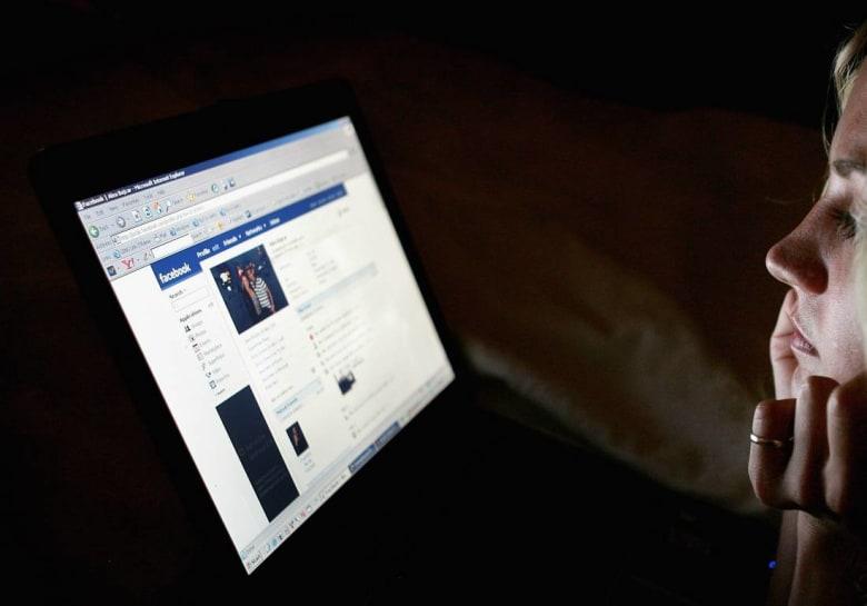 فتاة تقاضي فيسبوك بسبب عجزه عن منع تداول صورتها عارية