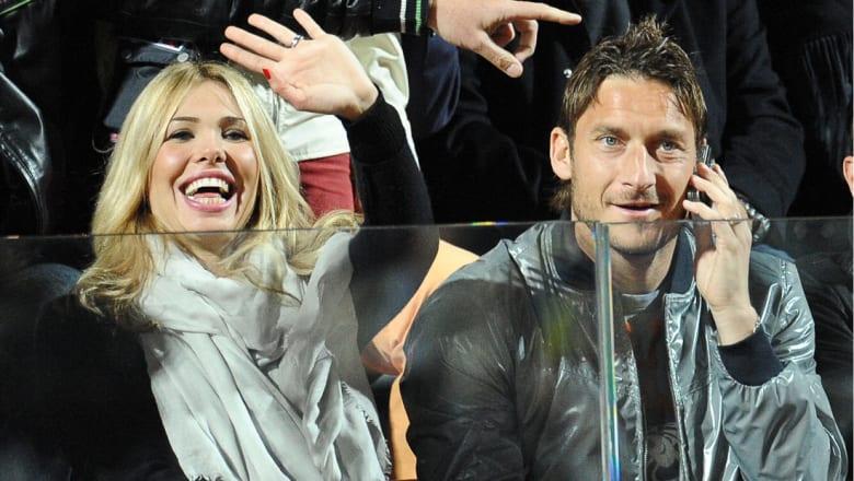 زوجة اللاعب الإيطالي توتي تنفي رحيله إلى أمريكا