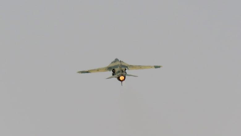 سوريا: إسقاط طائرة حربية ومقتل طيارها فوق دير الزور.. وداعش يتبنى المسؤولية