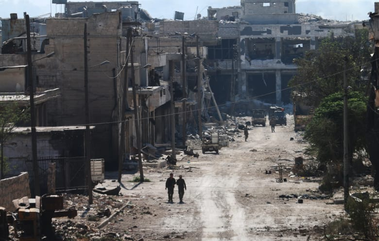 المرصد السوري: أول خرق للهدنة بالمدينة.. طائرات حربية تستهدف مناطق بحلب