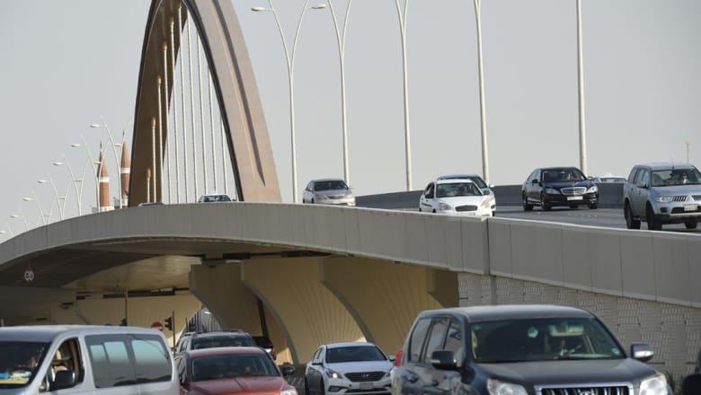 """وسم """"فرض رسوم على الطرق السريعة"""" بالسعودية يجتاح تويتر.. ومغردون يسخرون: المفروض يُصرف لنا بدل خطر"""