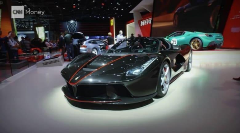 سيارات فيراري هذه بيعت كلياً قبل إطلاقها مقابل 2.2 مليون دولار للواحدة.. ما سرّها؟