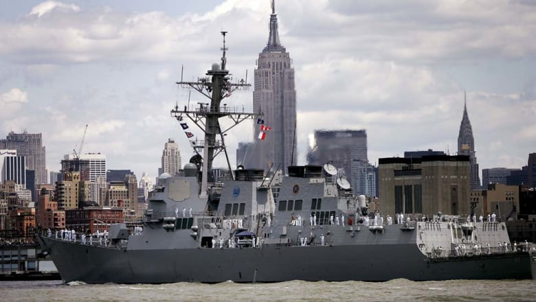 لأول مرة.. صاروخان من مناطق الحوثيين باتجاه سفينة حربية أمريكية.. والجماعة تنفي