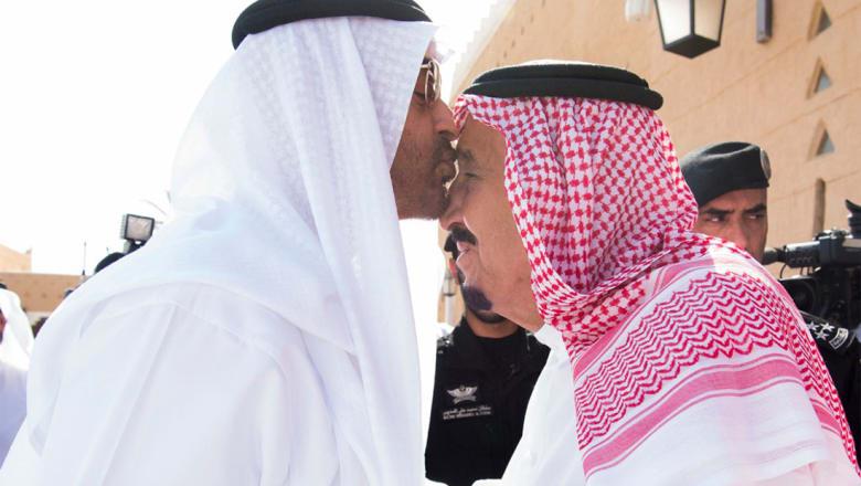محمد بن زايد يزور الملك سلمان.. ويؤكد: السعودية صمام أمان واستقرار المنطقة