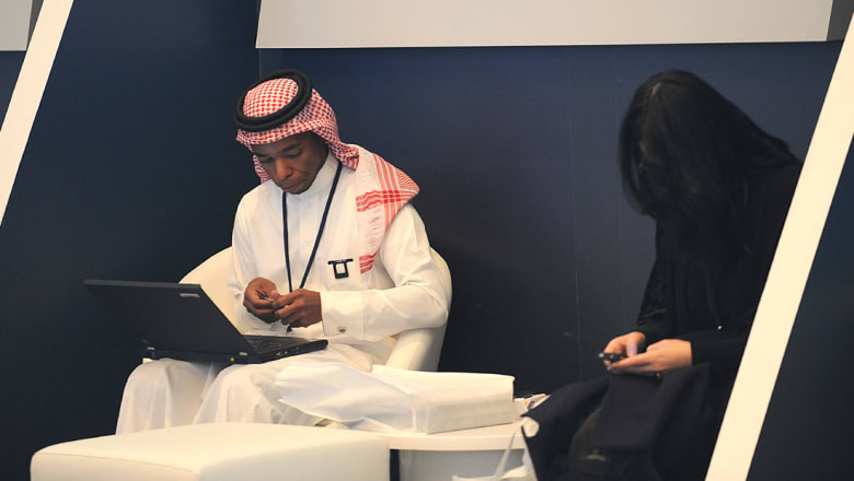 مفرج الحقباني: الشاب السعودي هو الأفضل.. والأمير سلطان متعجباً: من بنى هذه البلاد؟