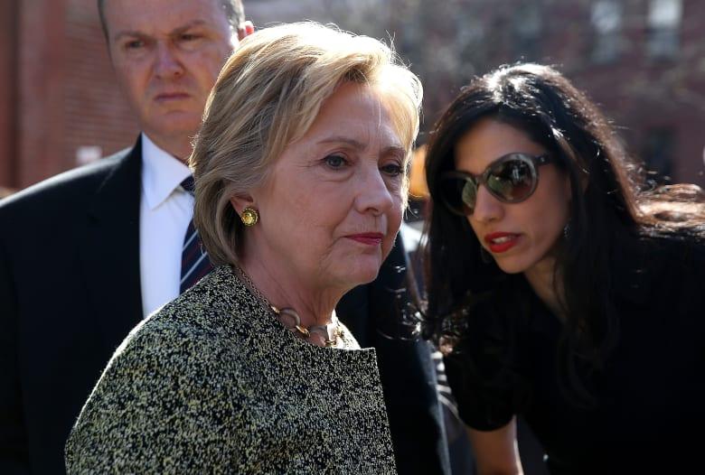 هزة لحملة كلينتون عند تفجير مدير FBI مفاجأة قبل 11 يوما من التصويت بالانتخابات الأمريكية