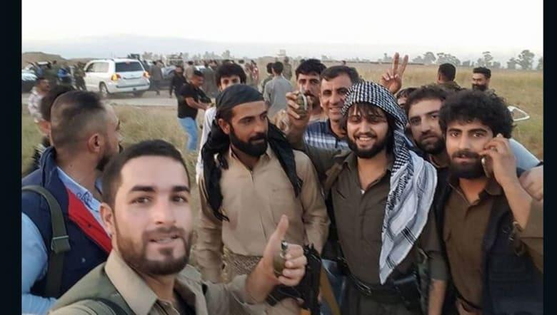 """رجل في سيارة BMW مدرعة ينقذ 70 شخصاً من قناصة """"داعش"""".. هذا ما قاله لـCNN"""