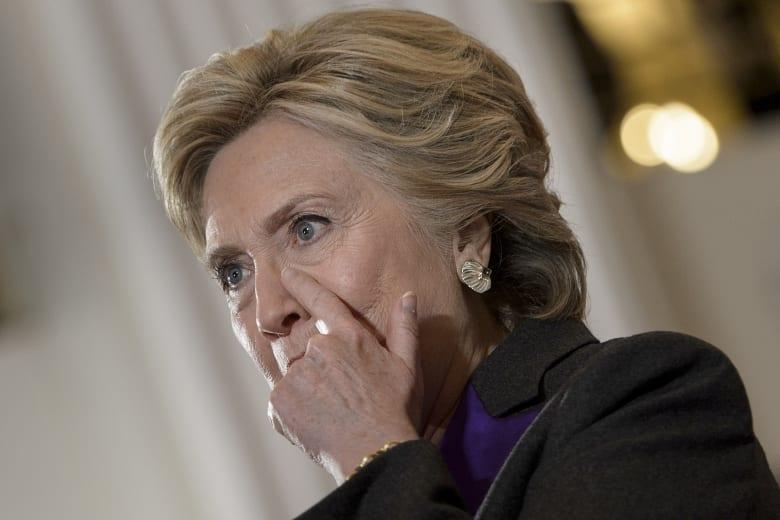 كلينتون تلوم مكتب التحقيقات الفيدرالي لخسارتها الرئاسة