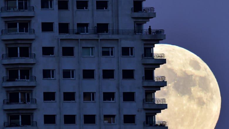 """""""قمر عملاق"""" فوق الأرض الليلة لم يظهر منذ 70 عاما"""
