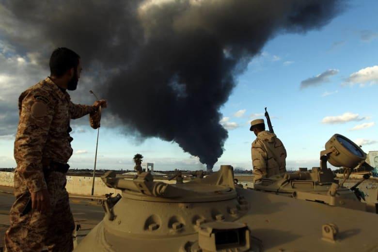 جيش حفتر يعلن تقدمه في بنغازي.. وجنديان على الأقل يلقيان مصرعهما