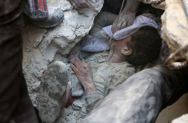 """المرصد السوري: مقتل أكثر من ألف مدني في حلب منذ انهيار """"الهدنة الروسية الأمريكية"""""""