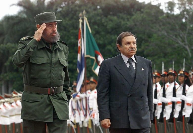 """بوتفليقة يعلن الحداد ثمانية أيام إثر وفاة كاسترو: رحيله """"خسارة كبرى"""" للجزائر"""