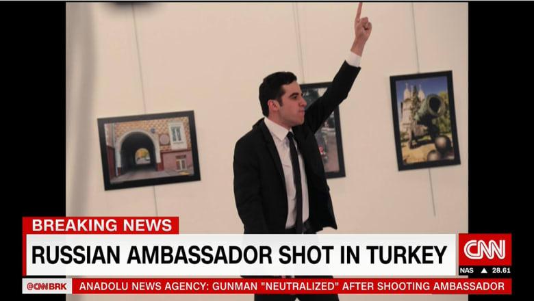 الخارجية الروسية تؤكد مقتل سفيرها في تركيا.. ومنفذ الهجوم: لا تنسوا حلب