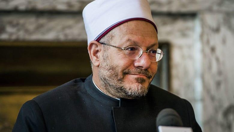 مفتي مصر: البلاد يحكمها شرع الله وترون من لا يصلي يدافع عن النبي