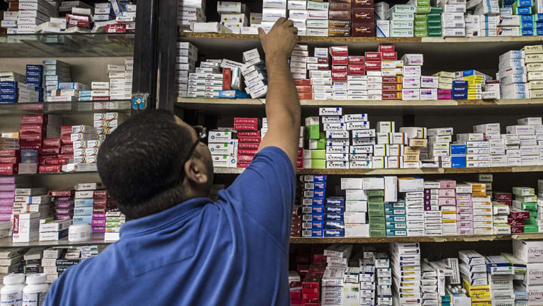 القاهرة تنفي استغناء السعودية عن شهادة الصيدلي بعد جدل واسع بين المصريين