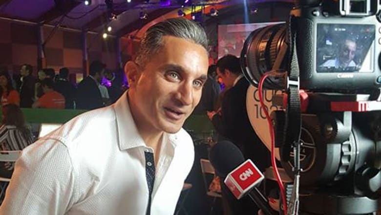 """باسم يوسف يرد على """"الشامتين برميه خارج مصر"""""""