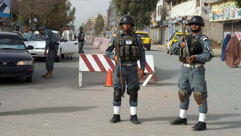الإمارات تنعى 5 من مواطنيها بهجوم قندهار والخارجية تؤكد إصابة السفير