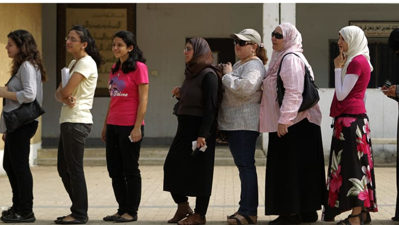 """مصر: لا تجنيد للفتيات.. وإنما """"خدمة عامة"""" بمكافأة رمزية"""