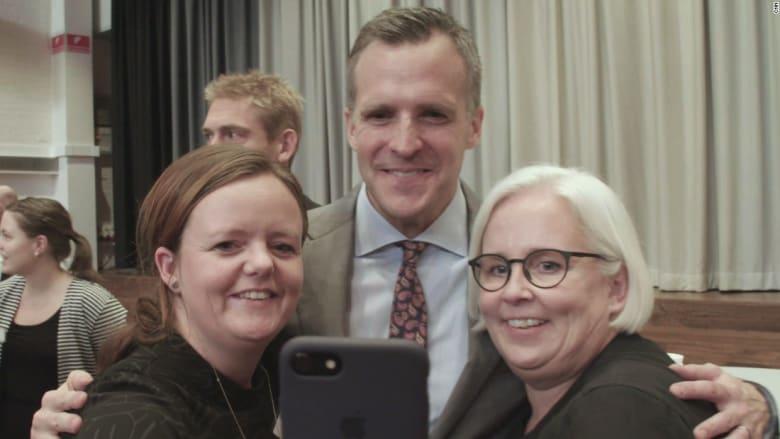 سفير أمريكا لدى الدنمارك يحول عمله لبرنامج تلفزيوني ناجح