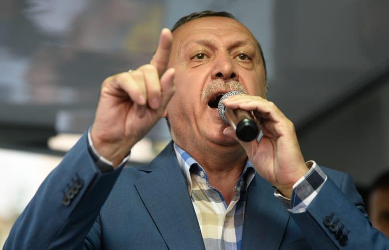 أردوغان: لا فرق بين إرهابيين يحملون القنابل وآخرين يحملون الدولار واليورو.. هدفهم إخضاع تركيا