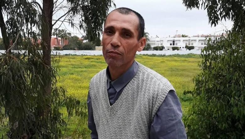 من حمال خضر إلى موظف حماية اجتماعية.. قصة مغربي تثير الإعجاب