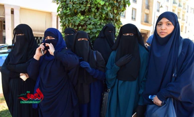"""منقبات يحتجن على قرار """"منع البرقع"""" أمام البرلمان المغربي"""