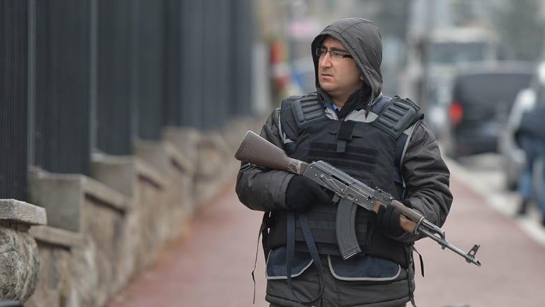 محافظ إسطنبول: عراقي ومصرية بين الموقوفين مع منفذ هجوم الملهى