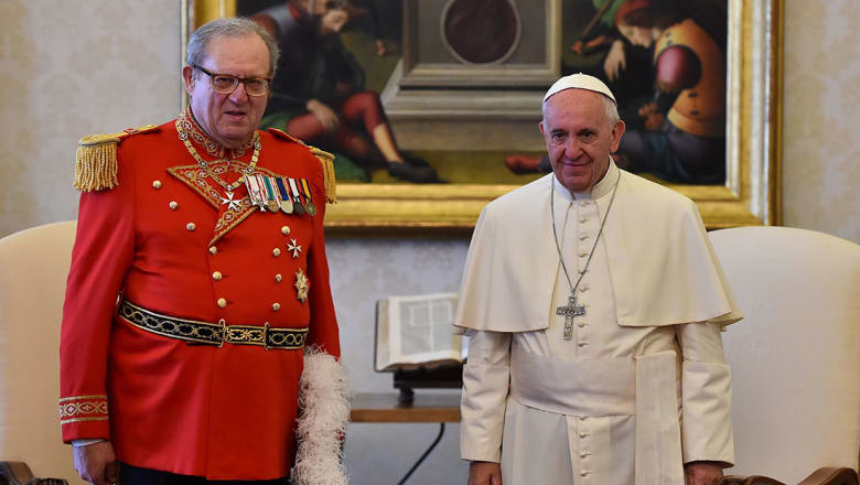 رئيس فرسان مالطا يستقيل بطلب من البابا بسبب ملف الواقيات الذكرية