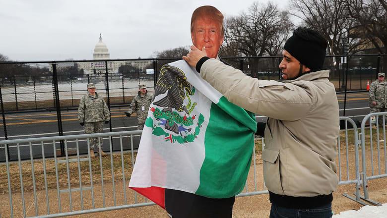 رئيس المكسيك يقرر إلغاء اجتماعه مع ترامب بسبب الخلاف حول الجدار