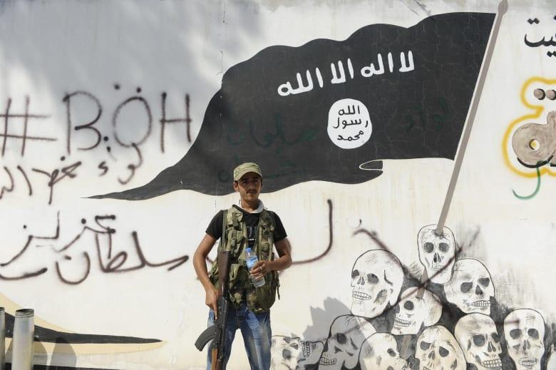 ديفيد ميلباند لـCNN: حظر ترامب هدية دعائية لداعش والقاعدة.. وعمدة نيويورك: المرسوم يخالف الدستور الأمريكي