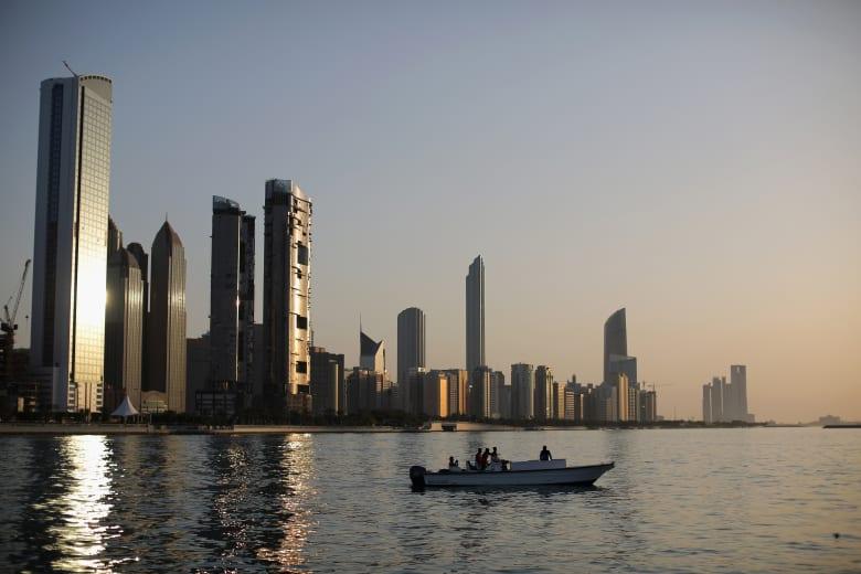 الإمارات تستدعي القائم بأعمال السفارة الإيرانية في أبوظبي احتجاجاً على تسليح طهران للحوثيين